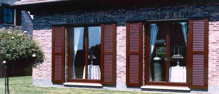 bordó ablakkeret